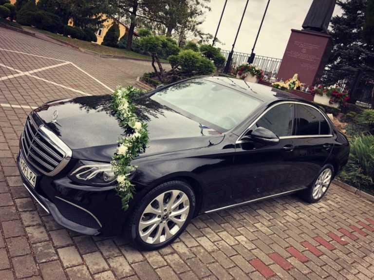 czarny Mercedes E klasa przód
