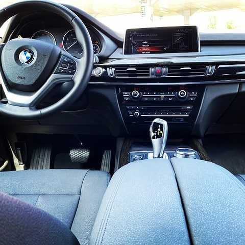 BMW F10 Wnetrze